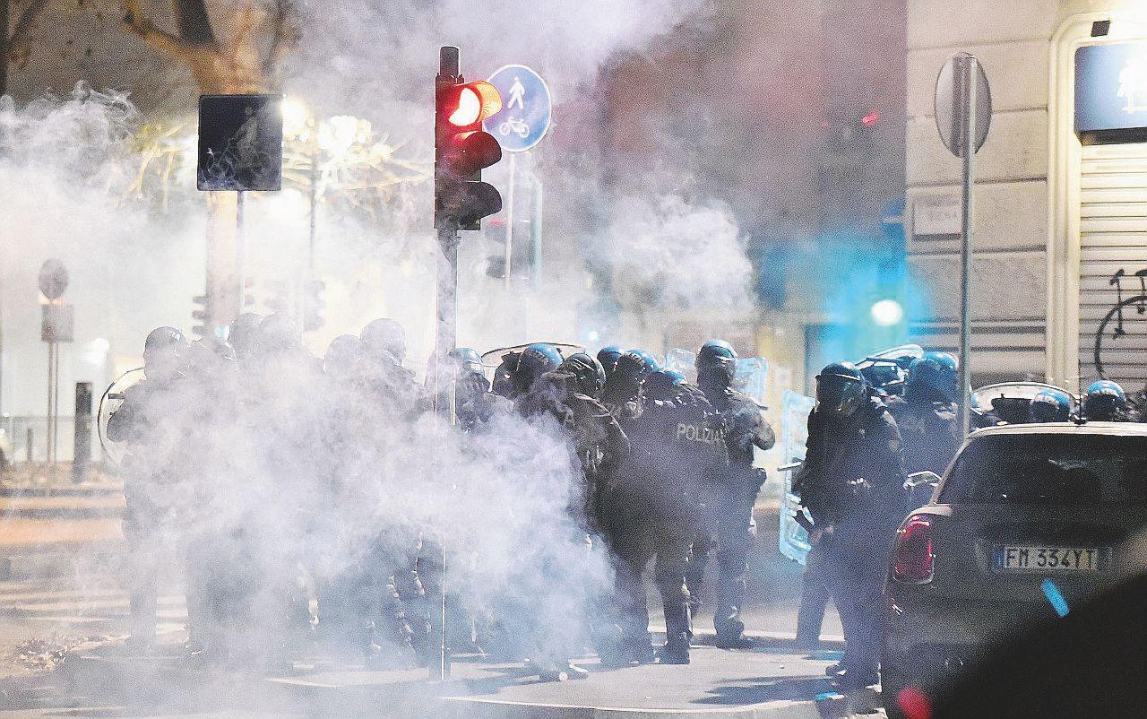 TORINO: FUNZIONARI DI POLIZIA, IN PIAZZA NEMICI DELLA DEMOCRAZIA